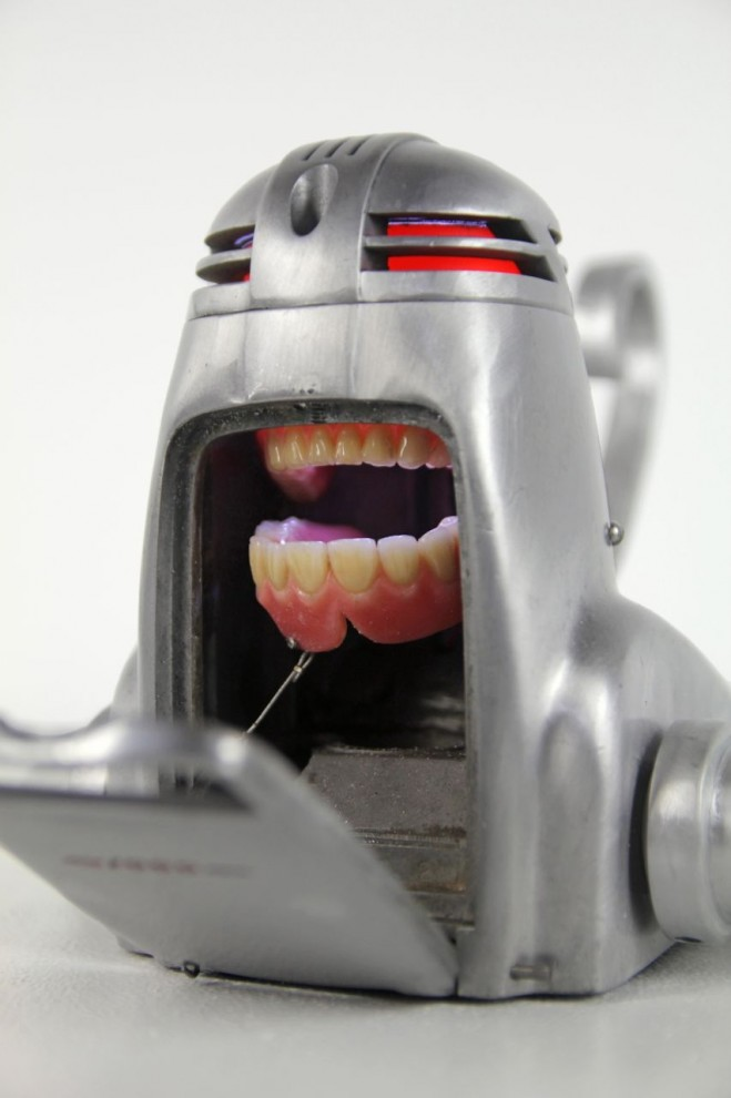 Creepy kinetic push toy with dentures.
